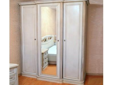 Шкаф 3 двери с выступом